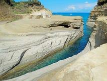 Mare ionico del paesaggio famoso della spiaggia di Sidari sull'isola di Corfù immagine stock