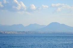 Mare ionico in un giorno nuvoloso fotografie stock libere da diritti
