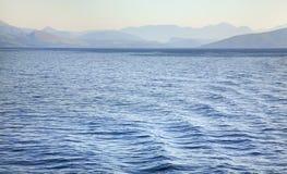 Mare ionico vicino a Igoumenitsa ed a Corfù La Grecia immagini stock