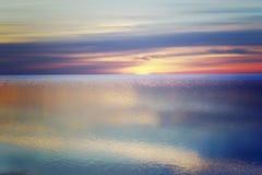 Mare liscio con i colori di riflessione Fotografia Stock