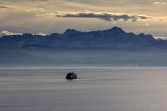 Mare, montagne, acqua Fotografie Stock Libere da Diritti