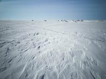 Mare nell'inverno in Siberia Neve e ghiaccio sul mare alla riva Fotografia Stock
