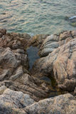 Mare, onde, sabbia e pietre Fotografie Stock Libere da Diritti