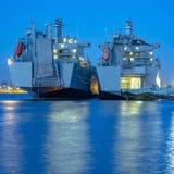 Mare riflettente a Tacoma con le barche ed il cielo blu fotografia stock