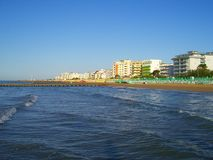 Mare, spiaggia ed hotel Fotografia Stock Libera da Diritti