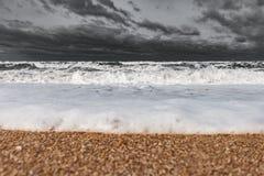 Mare spumoso tempestoso, grandi onde fotografie stock