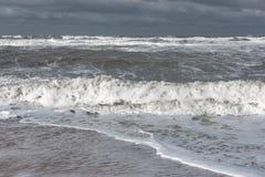 Mare spumoso tempestoso, grandi onde fotografie stock libere da diritti