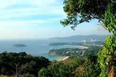 Mare sull'isola Tailandia di phuket della priorità alta della montagna fotografia stock