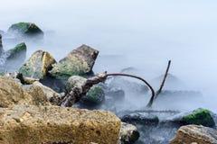 Mare in tempo nebbioso Fotografia Stock