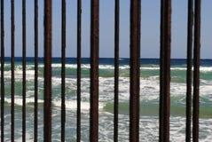 Mare tramite il recinto 2 Fotografie Stock Libere da Diritti