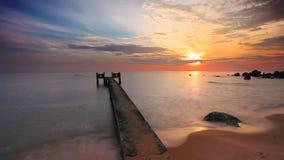 Mare tropicale al bello tramonto Priorità bassa della natura archivi video