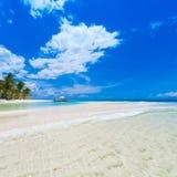 Mare tropicale di giorno Immagini Stock Libere da Diritti