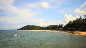 Mare tropicale su Chumphon, Tailandia video d archivio