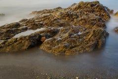 Marea baja de la pila del mar imagenes de archivo