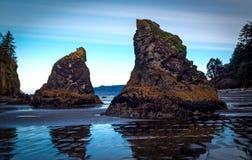 Marea baja de la pila del mar imagen de archivo libre de regalías