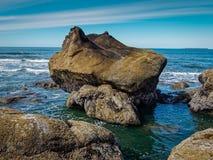 Marea baja de la pila del mar fotografía de archivo