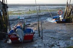 Marea baja en el puerto pesquero artesanal de Carrasqueira, estuario del río de Sado, Portugal del palaphite Fotos de archivo libres de regalías