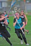 Marea del carmesí del lacrosse de las muchachas Fotografía de archivo