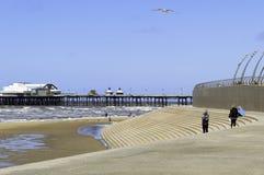Marea entrante en Blackpool del norte Imágenes de archivo libres de regalías