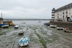 Marea inferior en el puerto de la aldea de Youghol Imágenes de archivo libres de regalías
