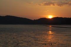 Marea inferior en la puesta del sol Fotos de archivo