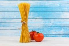 Marea italiana deliziosa fresca degli spaghetti della pasta insieme al legame di cambiamento continuo naturale di lerciume con i  fotografia stock