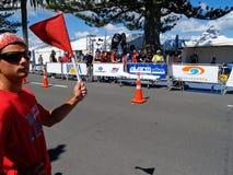 Marechal e bandeira no meio evento ironman. Imagem de Stock Royalty Free