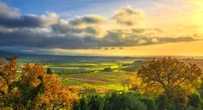 Maremma乡下,比博纳和卡萨莱马里蒂莫日落风景 意大利托斯卡纳 库存照片