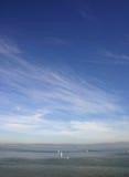 Mares abiertos y cielo Imagenes de archivo