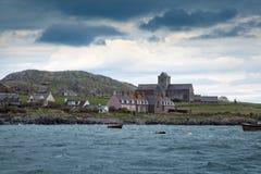 Mares agitados que llegan en la isla de Iona Fotos de archivo