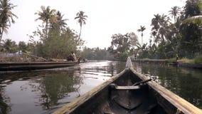Mares du Kerala, Inde du sud Canoë et canot automobile clips vidéos