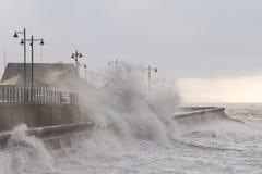 Mares tormentosos em Porthcawl, Gales do Sul, Reino Unido fotos de stock royalty free