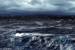 Mares tormentosos escuros Imagem de Stock Royalty Free
