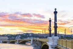 Margaret Bridge bij zonsondergang. Boedapest. Hongarije. Stock Afbeelding