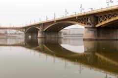 Margaret Bridge op een Bewolkte Dag Stock Afbeeldingen