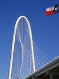 Margaret Hunt Bridge em Dallas no dia de inverno ensolarado foto de stock