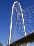 Margaret Hunt Bridge en Dallas en el día de invierno soleado fotos de archivo