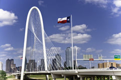 Margaret Hunt Hill Bridge à Dallas images libres de droits