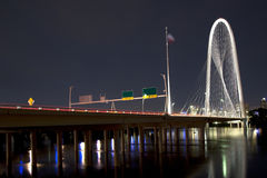 Margaret Hunt Hill Bridge bonita na noite Imagens de Stock