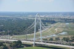 Margaret Hunt Hill Bridge en Dallas, Tejas imagen de archivo libre de regalías