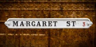 Margaret ulica Brytyjski rocznika znaki uliczni zdjęcie royalty free