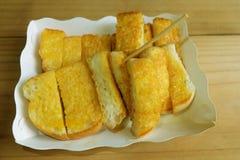 A margarina da propagação do brinde pôs o leite condensado Sweetened imagens de stock royalty free