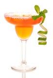 Margarita-Cocktail mit Kalkerdbeere und -minze stockbilder