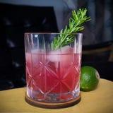 Margarita stagionale del melograno a Waterford Crystal Glass fotografia stock
