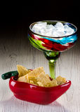 Margarita und Chips Stockfoto