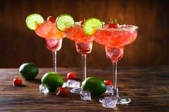 Margaritas de fraise et chaux mûres Image libre de droits