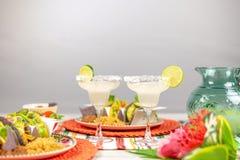 Margaritas die met zout en kalk wordt versierd stock afbeelding