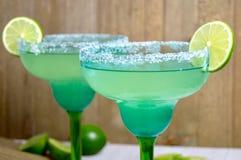 Margaritas met kalkplakken royalty-vrije stock foto
