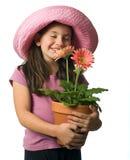 Margaritas rosadas de la chica joven foto de archivo libre de regalías