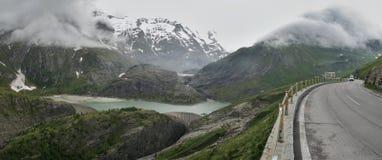 Margaritze konstgjord sjö nära Grossglockner Hochalpen Strase i Hohe Tauern Royaltyfri Foto